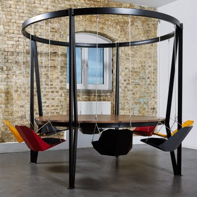 king-arthur-round-swing table 8 coloured seats